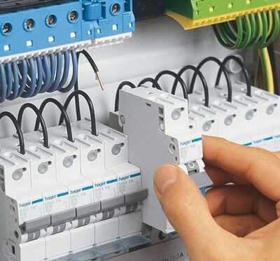 Комплектующие и аксессуары для кабеля при прокладке электропроводки