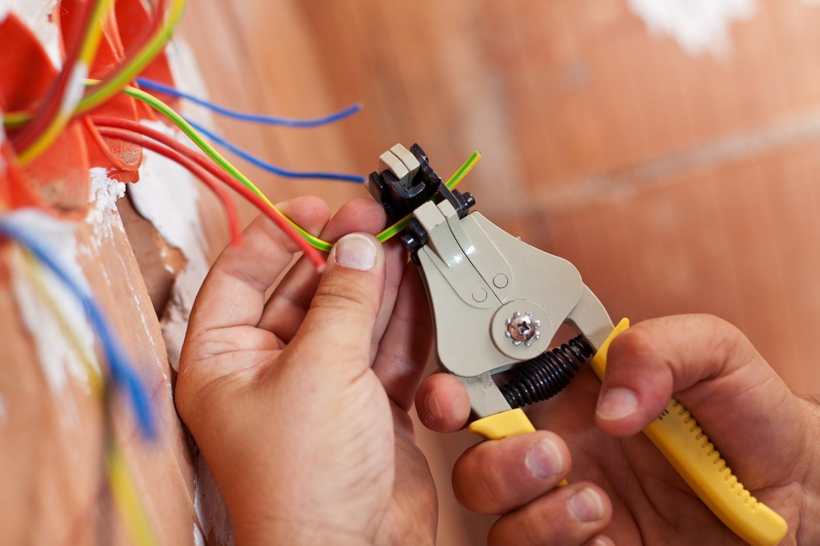 Необходимость замены старой электропроводки в квартире
